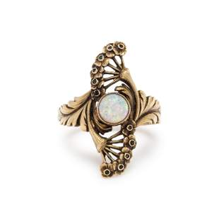 ART NOUVEAU, YELLOW GOLD AND OPAL RING