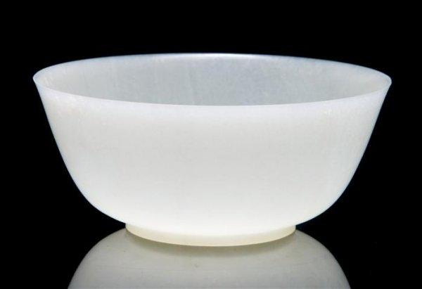 641: A White Jade Bowl, Diameter 5 1/2 inches.