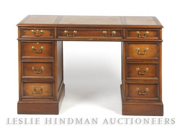 23: An American Pedestal Desk, Sligh Furniture, Height