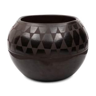 Rafaelita Aguilar (Kewa, b. 1936) Blackware Pottery
