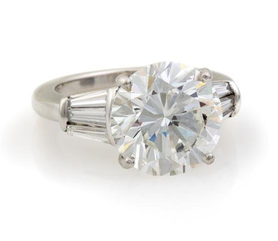 A Platinum and Diamond Ring, 6.60 dwts.