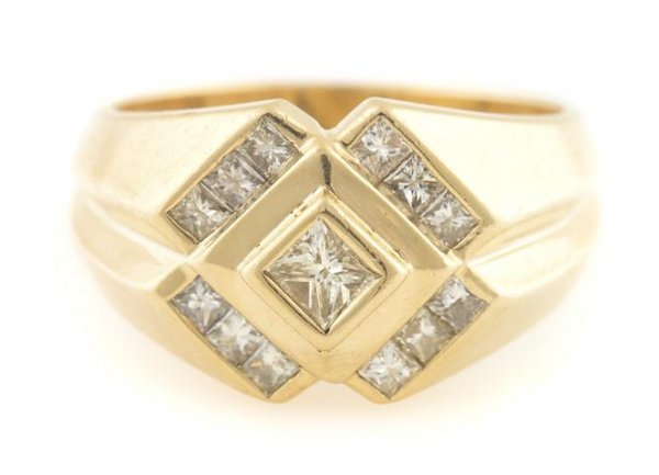 A Yellow Gold and Diamond Ring, 6.69 dwts.