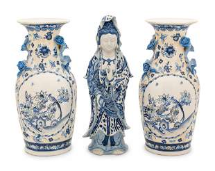 Three Chinese Export Blue and White Porcelain Articles