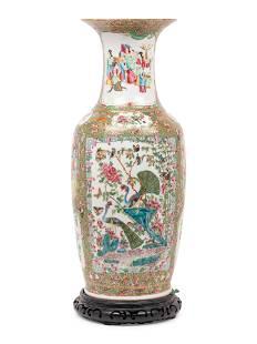 A Chinese Export Rose Medallion Porcelain Baluster Vase