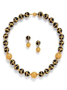 YELLOW GOLD AND ONYX SET