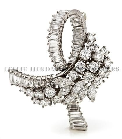 A Platinum and Diamond Brooch in a Bow Motif, 7.45 dwts