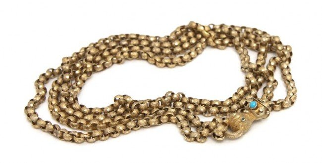 23: A 14 Karat Yellow Gold Chain Necklace With Clutched