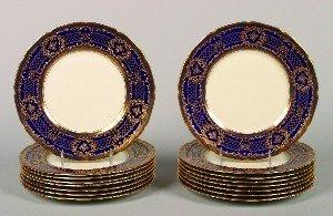 501: A Set of Sixteen Royal Doulton Dinner Plates. Diam