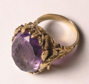 526: A Yellow Gold Amethyst Ring,