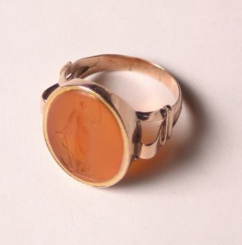527: A Victorian Yellow Gold and Carnelian In