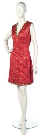 79: An Oscar de la Renta Red Sleeveless Quilted Brocade