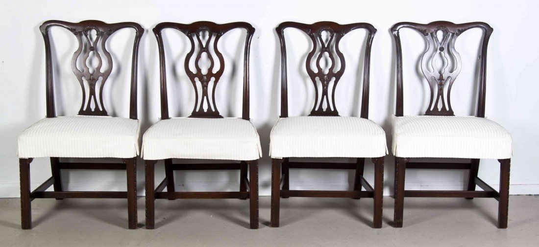 2007: A Set of Eight Chippendale Style Mahogany Dining