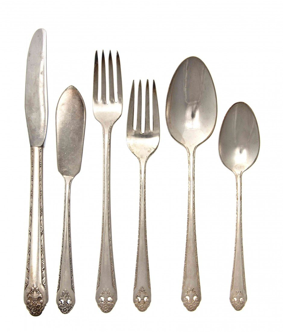 2476: An American Silverplate Flatware Service For Sixt