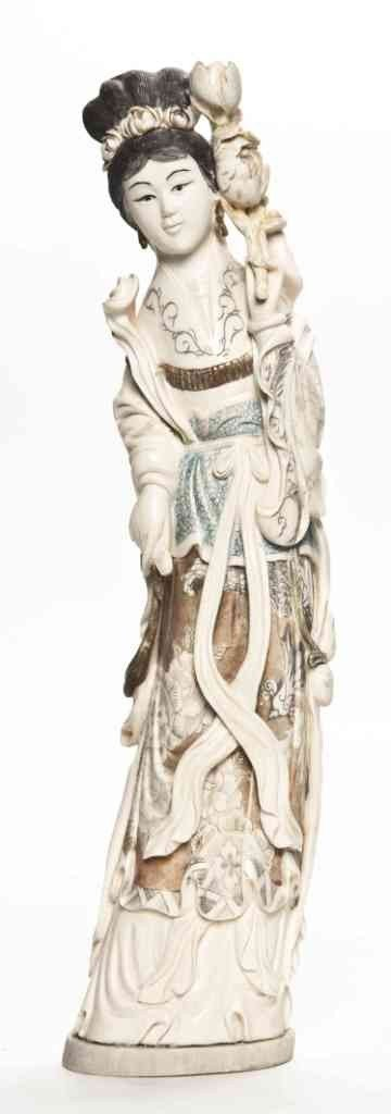 2639: A Chinese Elephant Ivory Carving of a Maiden, Hei