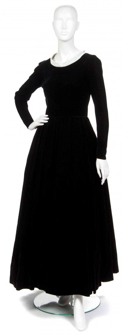 18: A Mainbocher Black Velvet Evening Gown,
