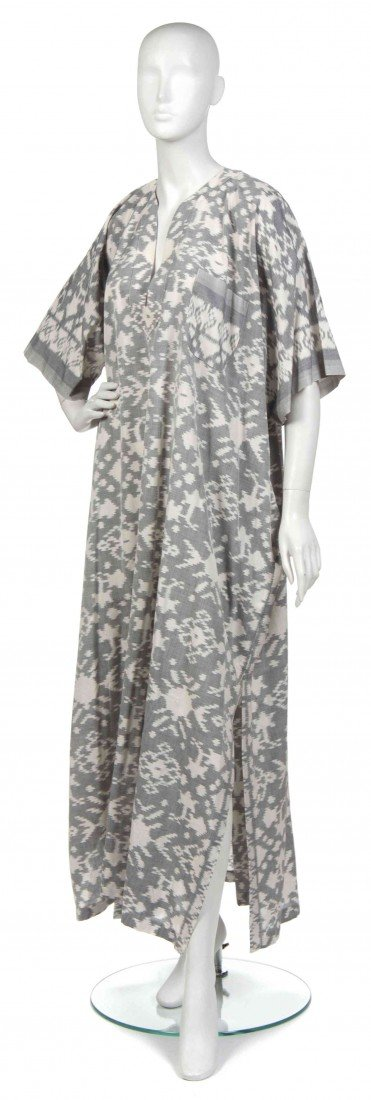 424: A Joan Vass Silver and White Cotton Ikat Kaftan.