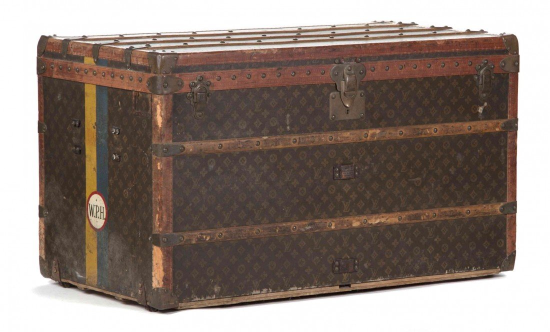 500: A Louis Vuitton Steamer Trunk, 40 x 20 x 22 inches