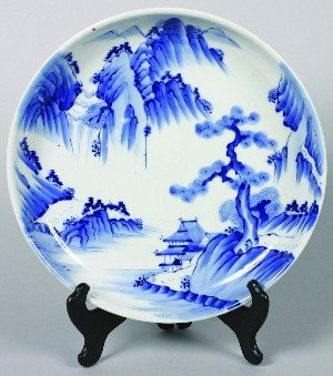 651: A Japanese Blue and White Imari Porcelain Charger,