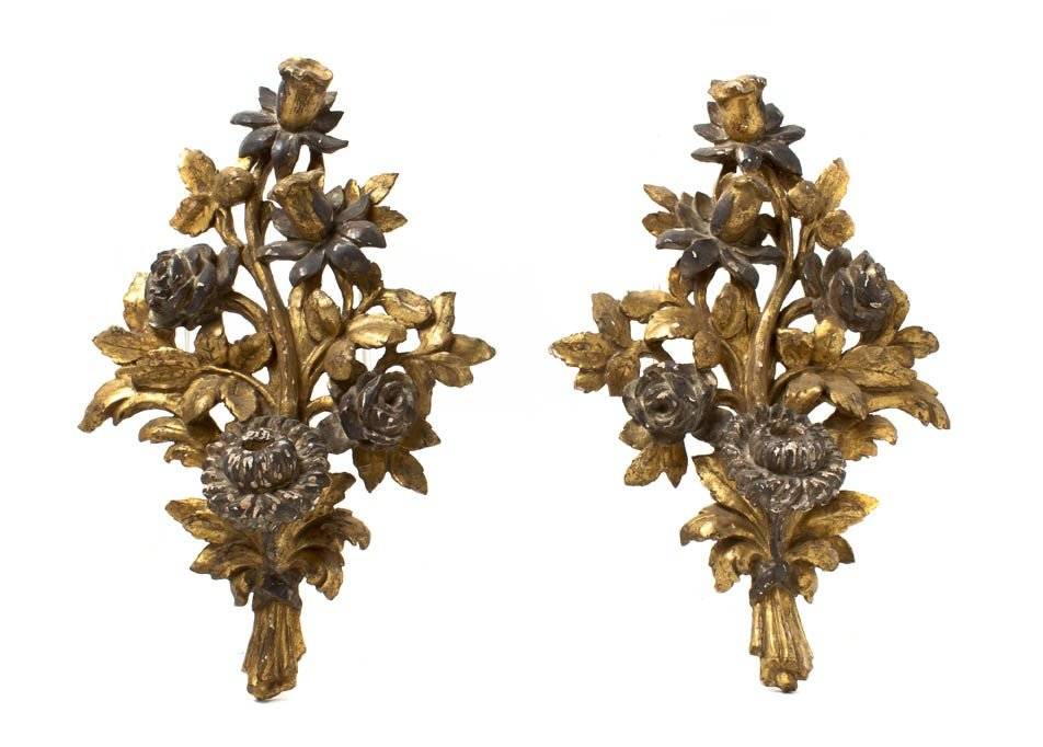 924: A Pair of Italian Painted and Parcel Gilt Wall App