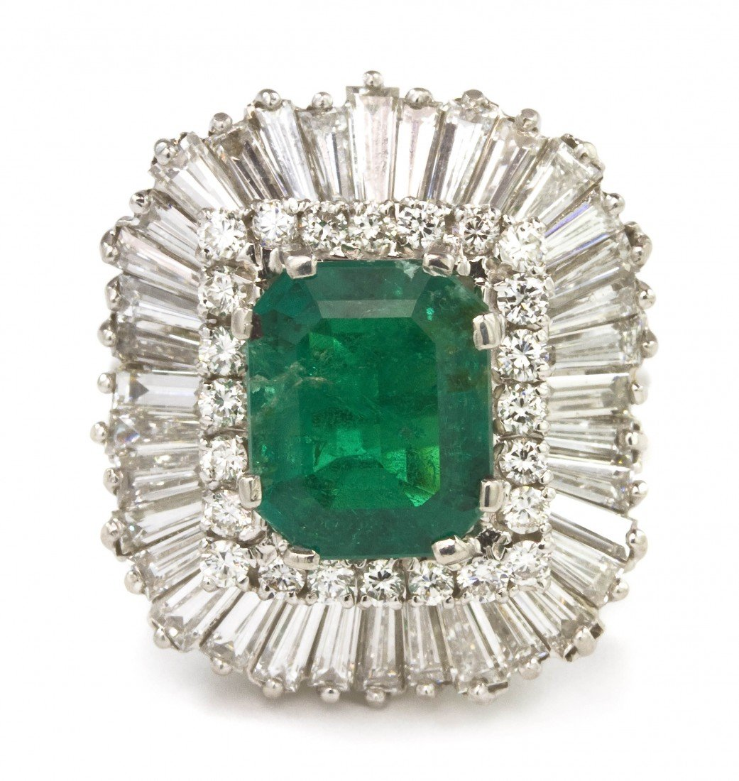 459: A Platinum, Emerald and Diamond Ring, 9.15 dwts.