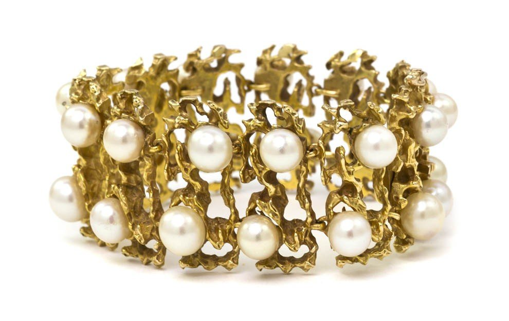 473: A 14 Karat Yellow Gold and Cultured Pearl Bracelet