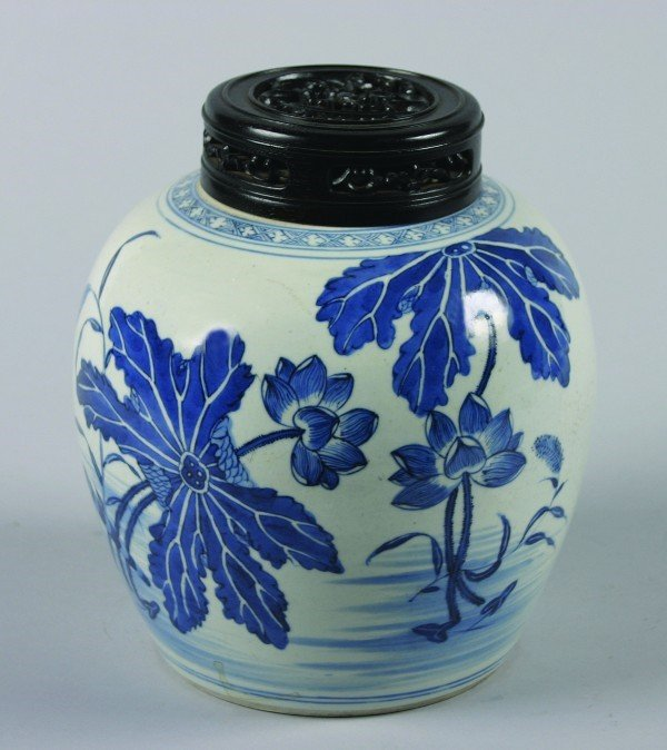 3: A Chinese Blue and White Porcelain Jar, Height 7 1/2