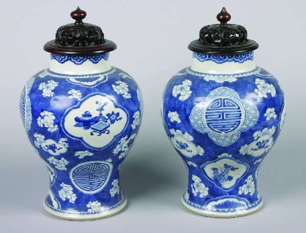 7: A Pair of Chinese Blue and White 'Hawthorne Pattern'