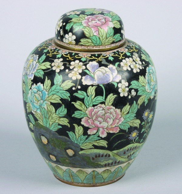 17: A Chinese Cloissone Jar and Cover, Height 10 inches