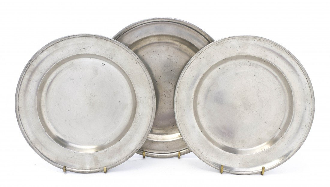524: A Collection of Eight Pewter Dishes, Diameter of l