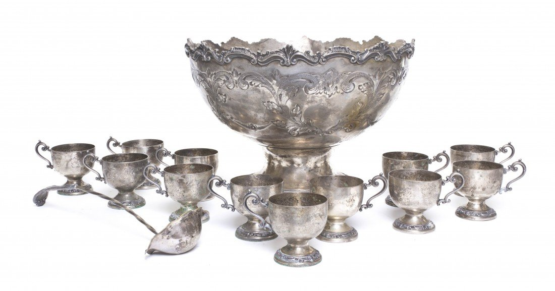 686: A Silverplate Punch Bowl Set, Diameter of bowl 16