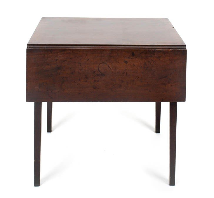 7: An American Mahogany Tea Table, Height 23 1/4 inches