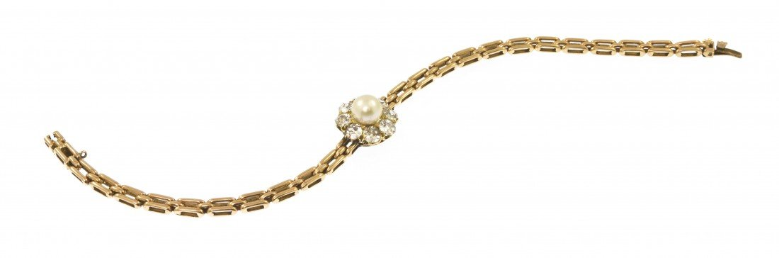 55: An Edwardian Yellow Gold, Diamond and Cultured Pear