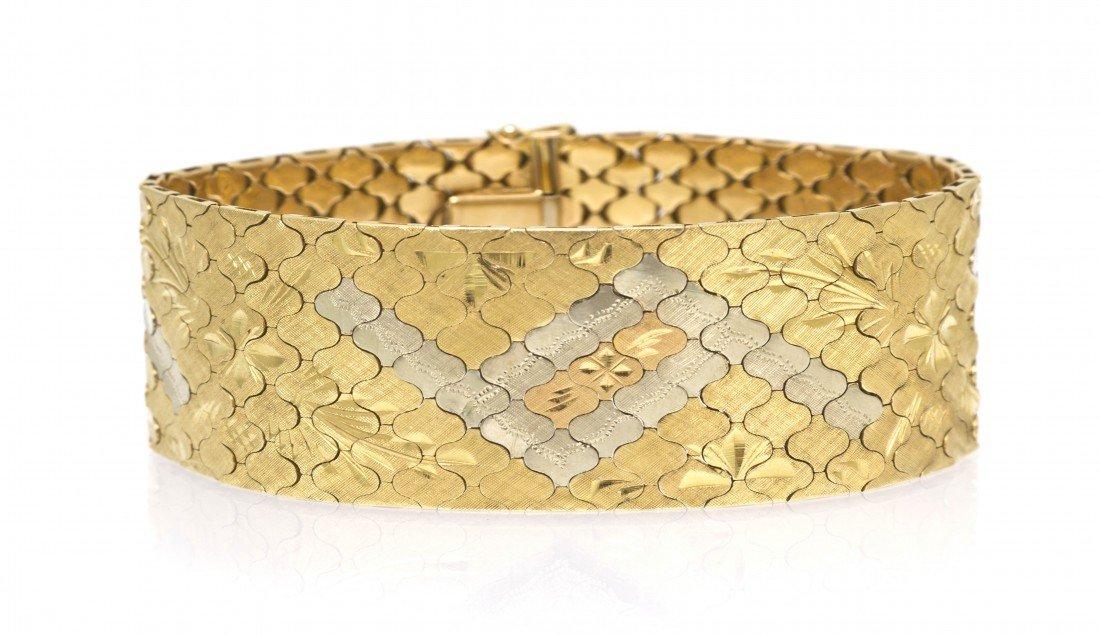 307: An 18 Karat Multicolor Gold Link Bracelet, 42.80 d
