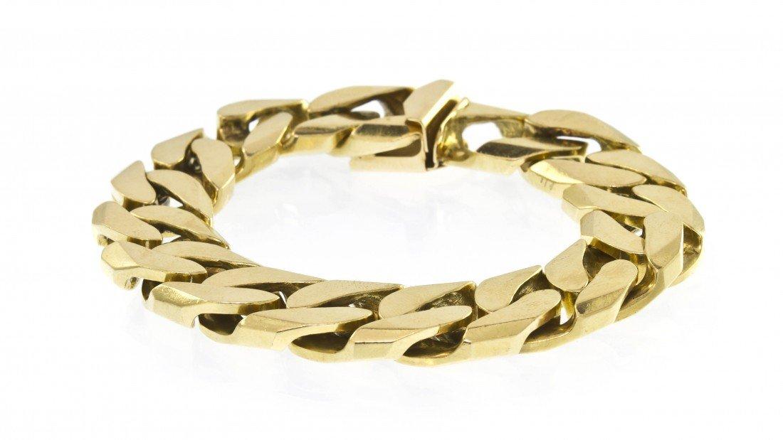 389: A 14 Karat Yellow Gold Curb Link Bracelet. 66.80 d