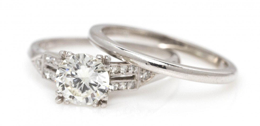 405: A Platinum and Diamond Ring, 4.50 dwts.