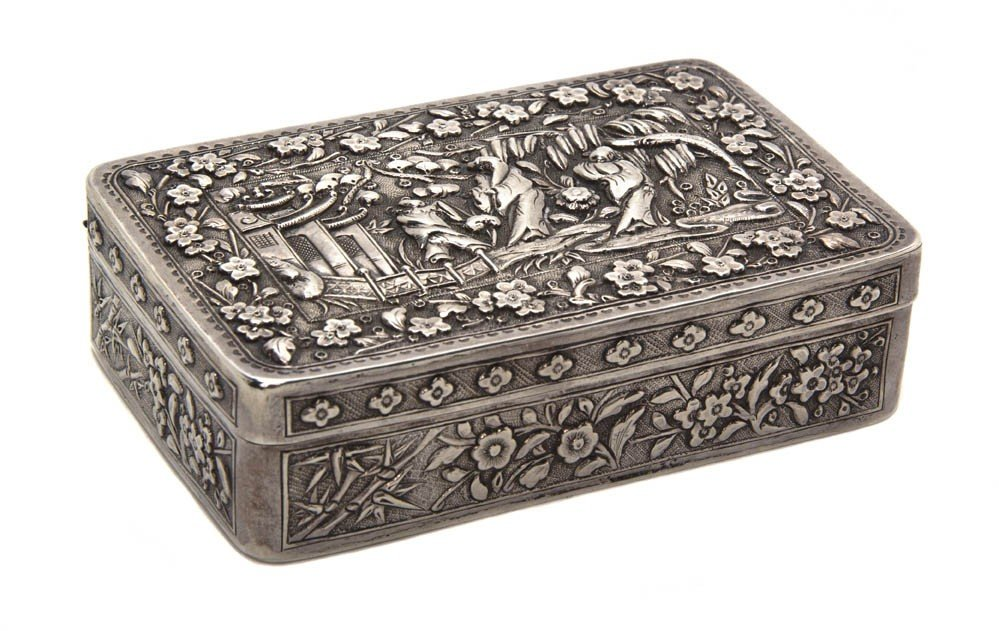 117: A Chinese Export Silver Box, Height 1 1/8 x width
