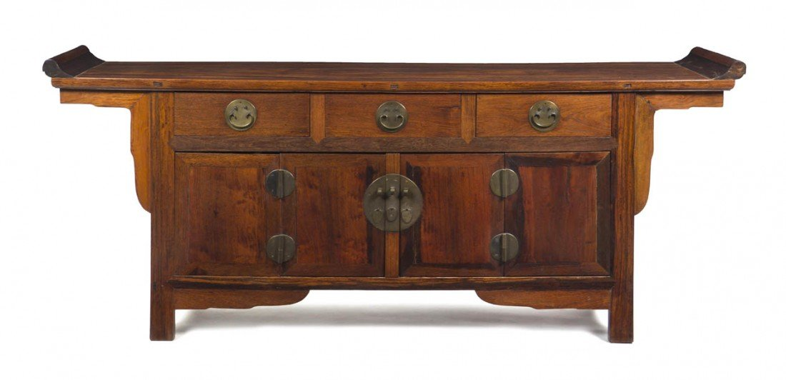 131: A Chinese Huanghuali Coffer, Height 35 x width 86