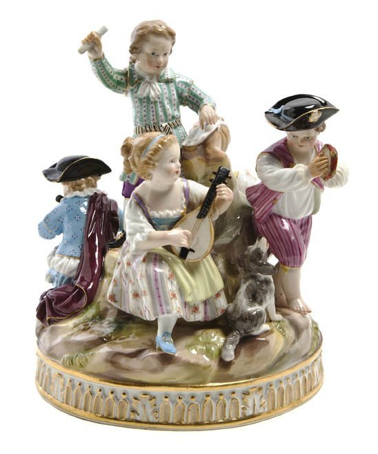 562: A Meissen Porcelain Figural Group, Height 7 inches