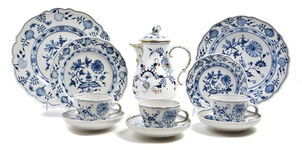 614: An Extensive Assembled Meissen Porcelain Dinnerwar