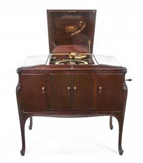 A Louis XV Style Mahogany Victrola Model 300, Hei
