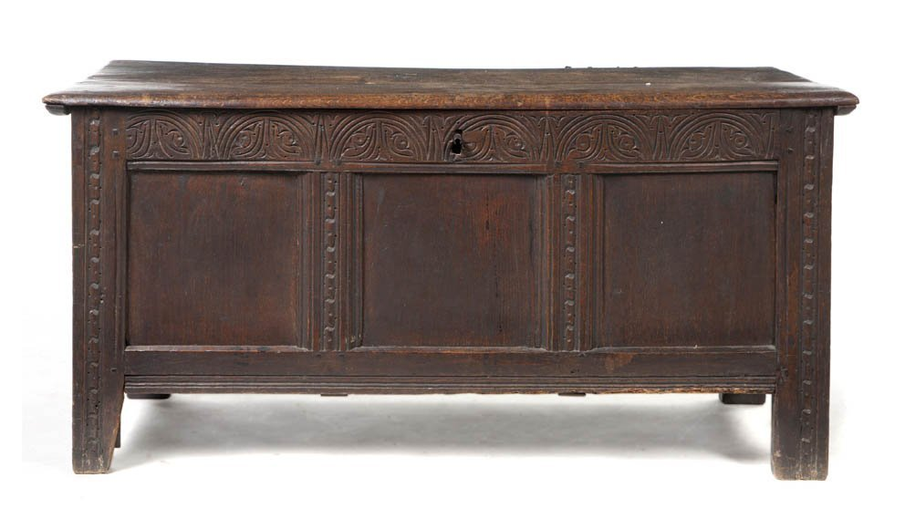 2103: A Continental Carved Oak Trunk, Height 21 x width
