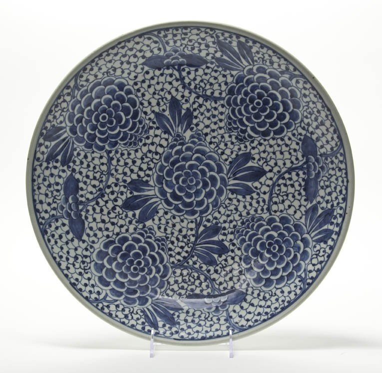 2715: A Chinese Porcelain Charger, Diameter 15 3/8 inch