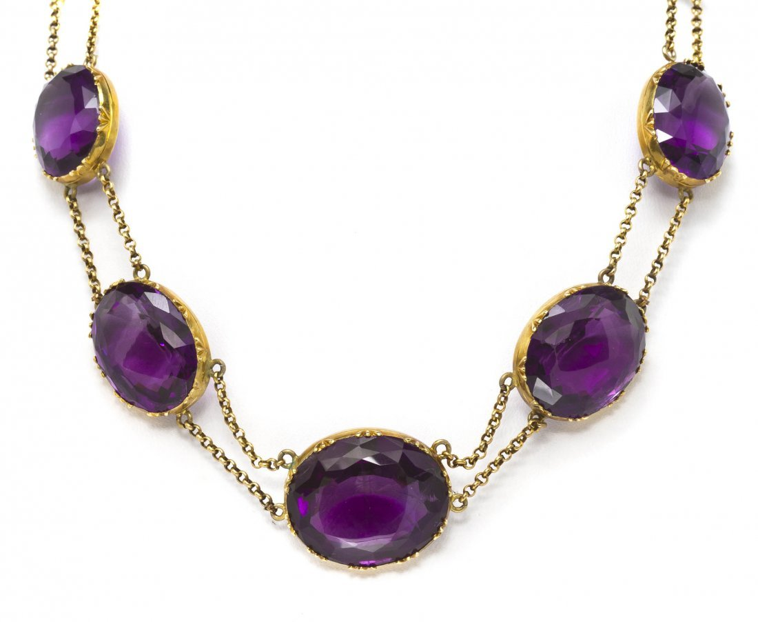 15: An Antique Yellow Gold and Amethyst Graduated Neckl