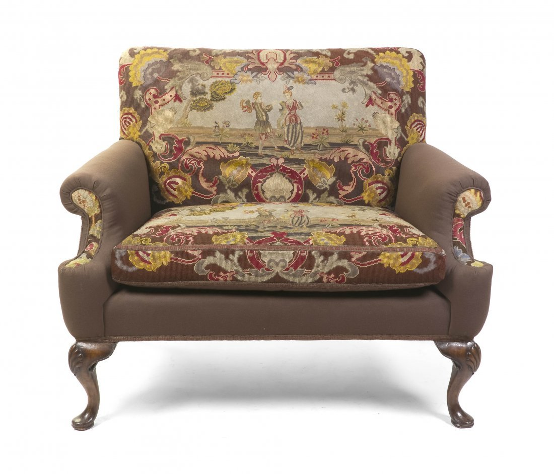 2019: A Queen Anne Style Upholstered Settee, Height 36