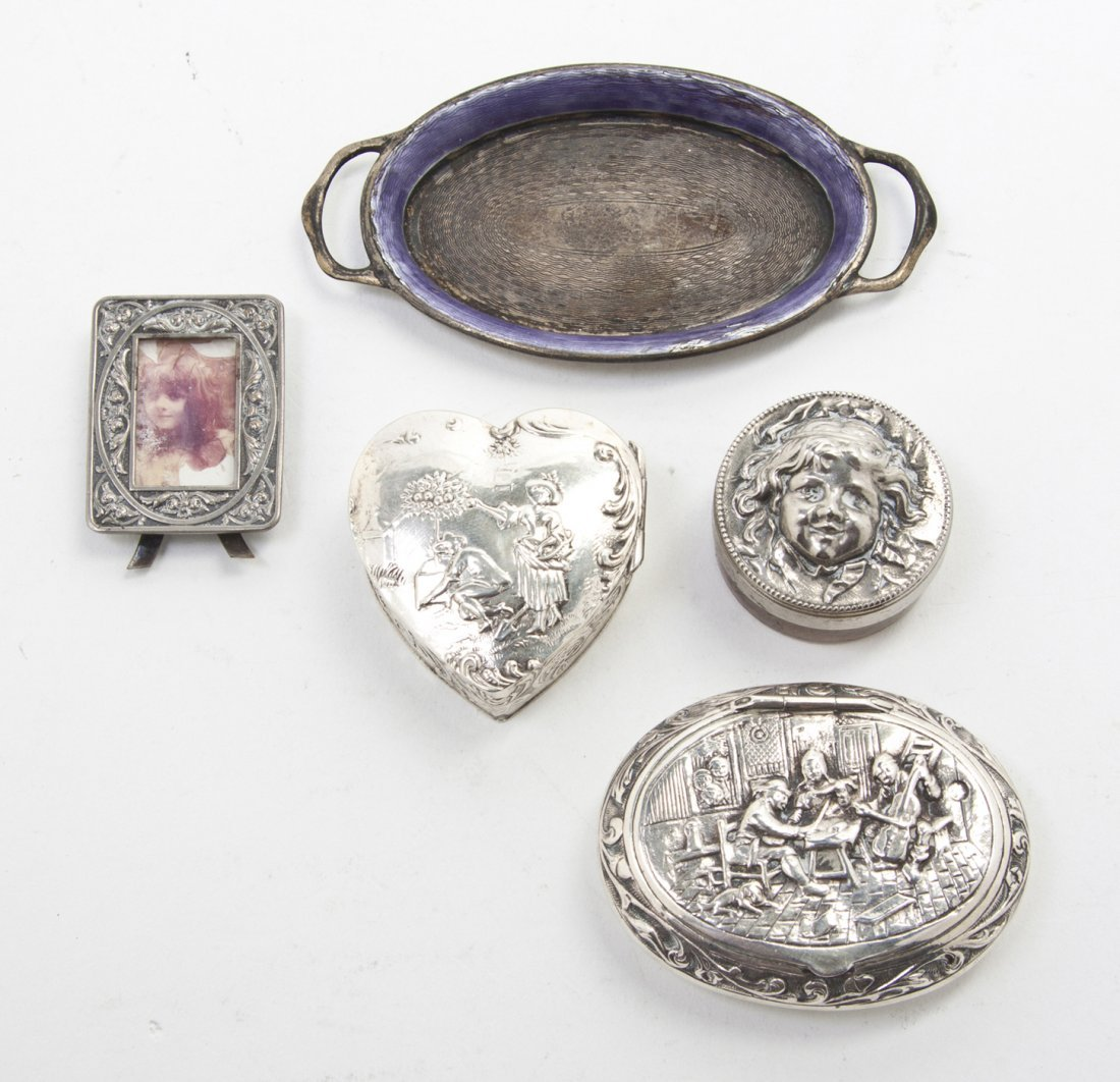 2674: A Collection of Silver and Silver Mounted Article