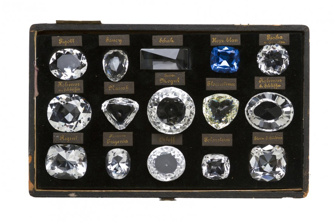 7: An Antique Cased Set of 15 Historic Diamond Models,