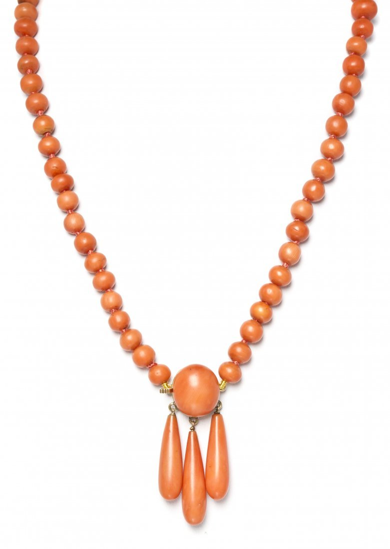 16: An Antique Coral Bead Necklace,