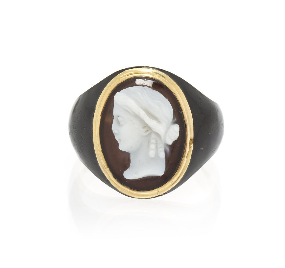 18: An Antique Yellow Gold, Onyx Cameo and Enamel Ring,
