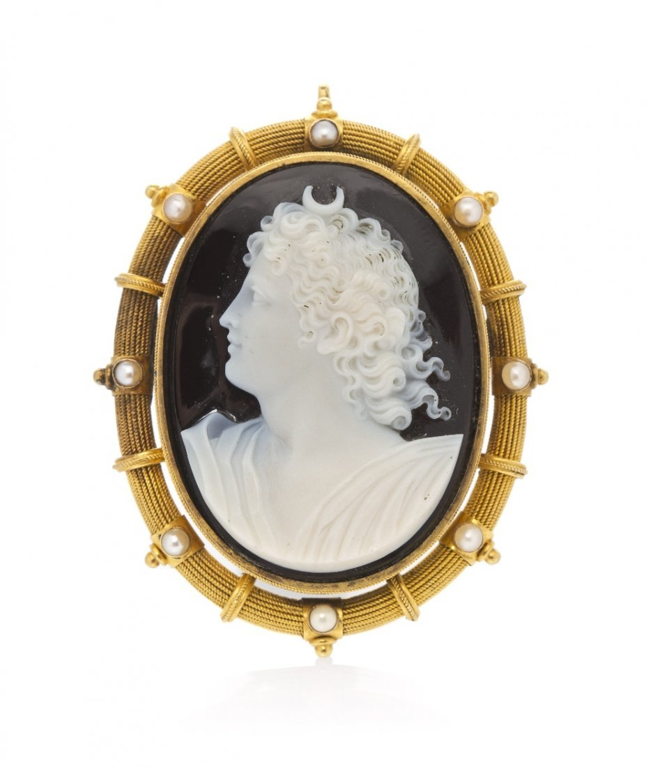 19: An 18 Karat Yellow Gold, Pearl and Onyx Cameo Brooc