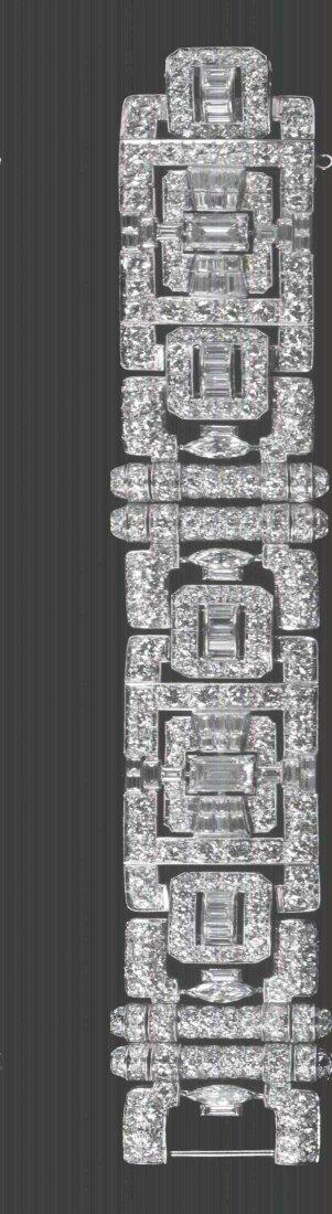 455: An Art Deco Platinum and Diamond Bracelet, 39.10 d
